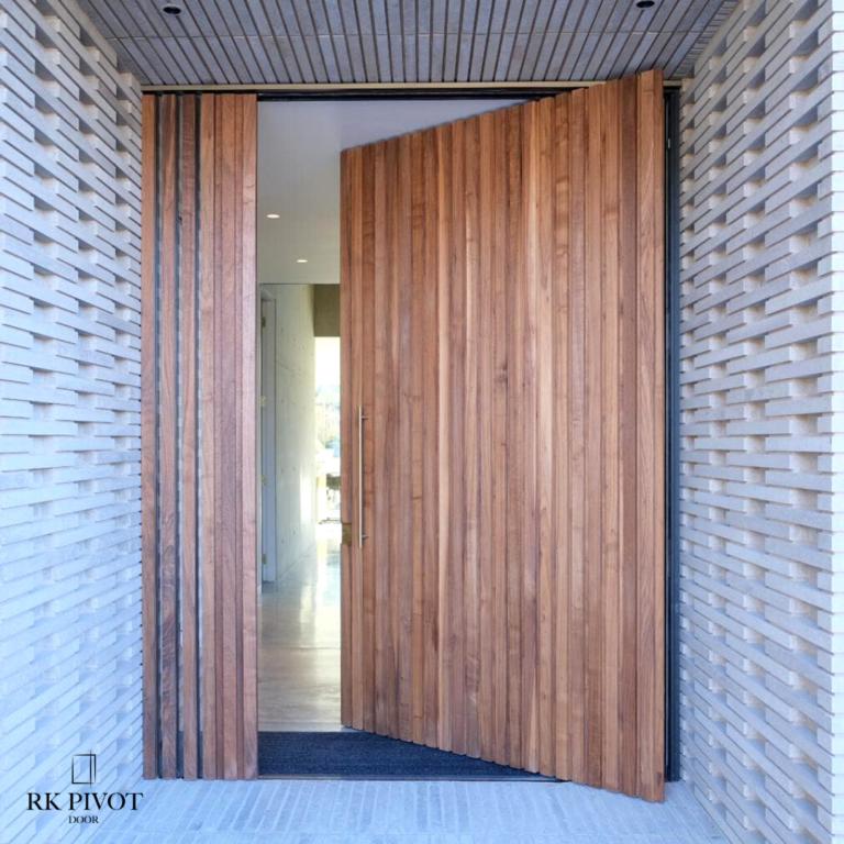 Drzwi pivot w kolorze drewnopodobnym